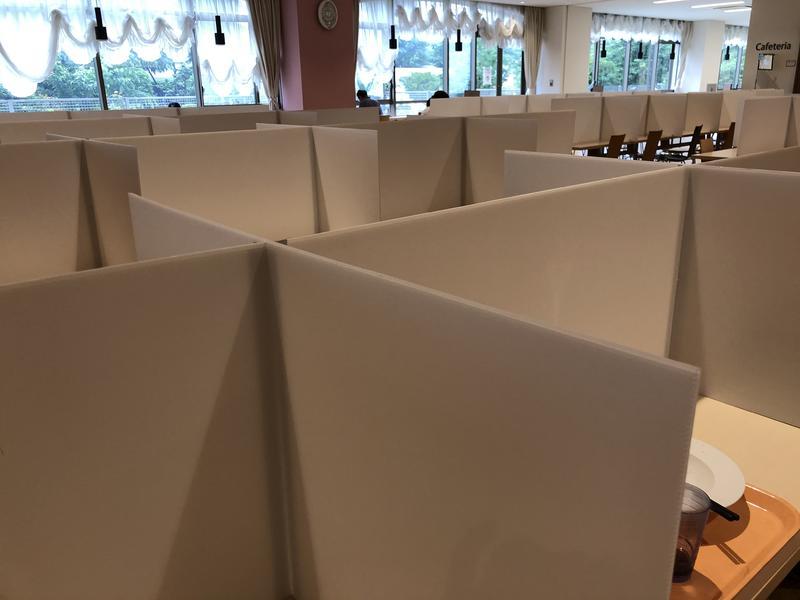 食堂のパーティション